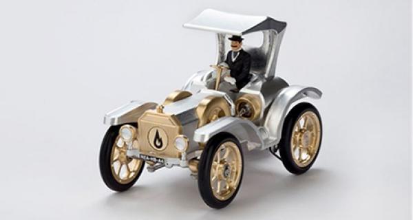 """""""T"""" – Ein schlichter Name für ein großes Auto. Jetzt auch als Stirlingmotor-Modell"""